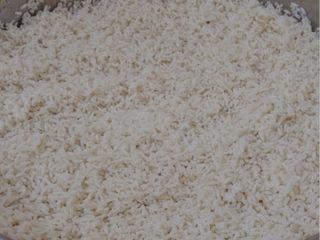 油炸糯米丸子,350克糯米洗净煮熟,煮的过程中可以做其他食材的准备工作