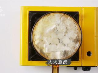 白贝豆腐萝卜汤,夏季消暑滋补必备 ,大火煮沸