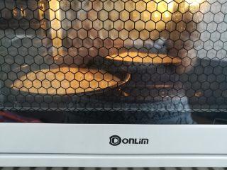 繽紛水果披薩,2個面團做好以后放入烤箱發酵20分鐘