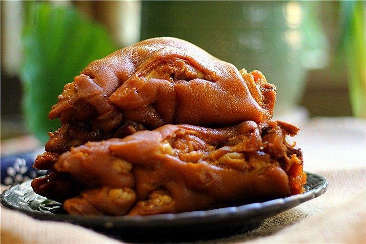 软糯香吃一口好满足--卤水猪蹄