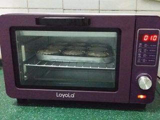 圣女果芝士挞,送入烤箱中层:180度,约烤10分钟