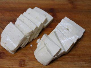 比肉还好吃的豆腐烧木耳,豆腐切成一厘米左右的厚片
