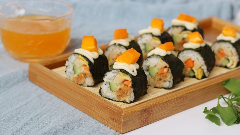 金顶寿司,某人说想体验一下芒果寿司,然后就顺便在寿司上加了点芒果,好像口味还不错