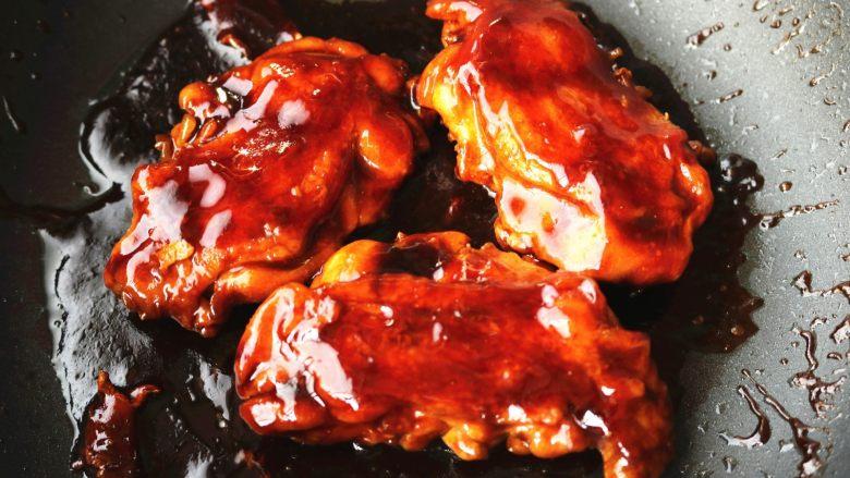 照烧鸡腿,最后,汁收的很粘稠,鸡腿表面上色也很完美。