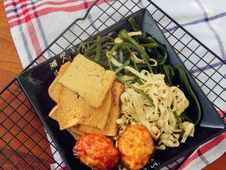 卤素菜,吃不完可以放到保鲜盒里,冰箱冷藏。