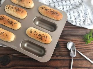 肉松小面包 , 肉松面包松松软的,咸鲜味美~
