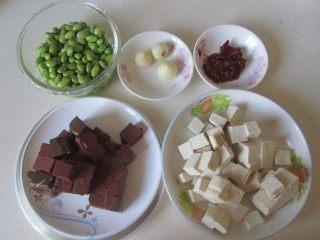 毛豆米双色豆腐,准备好原材料;