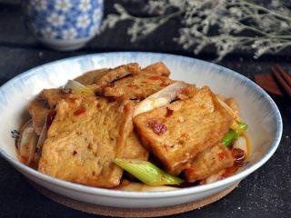 红烧豆腐---两面黄,春天养生多吃它,外酥内滑,一口咬下去简直太过瘾了!