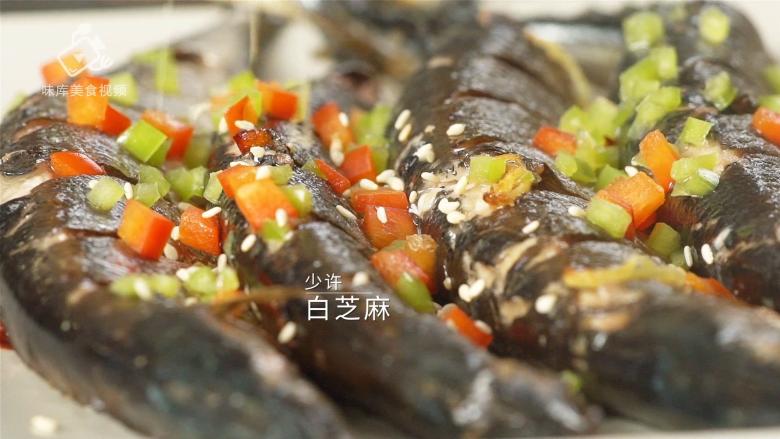 香煎秋刀鱼,在家也能做出的美味日料,加入少许白芝麻