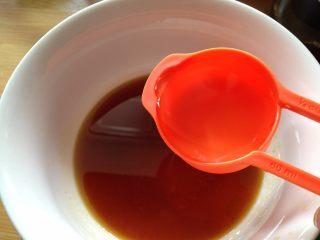 捞汁木耳,清水调和成汁
