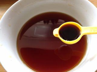 捞汁木耳,加入蒸鱼豉油