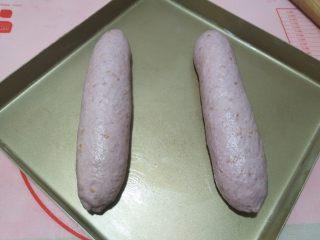 紫薯亚麻籽软欧,放烤盘上