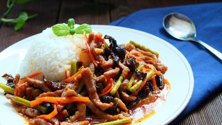 鱼香肉丝,配上米饭,要不要来一份
