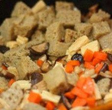 凉拌烤麸,烤麸、腐竹、干香菇、胡萝卜、木耳泡软后切成小块