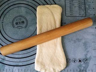 日式甜面包-中种法,转向后再擀成长方形