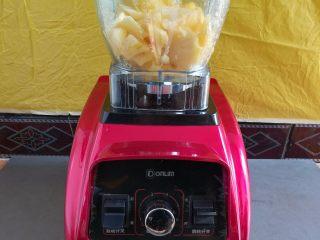 纯真凤梨酥,菠萝块放入破壁机