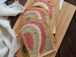 彩虹淡奶油土司:奶香十足又有颜值的面包