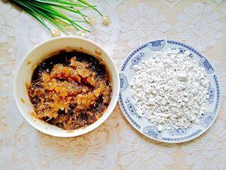 凤梨糯米糍,准备好凤梨馅料和水磨糯米粉
