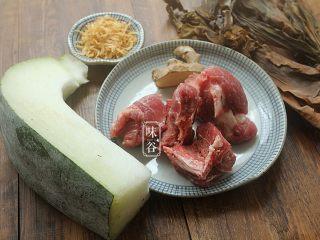 消暑的海带冬瓜虾皮汤,准备好材料,虾米洗净备用;