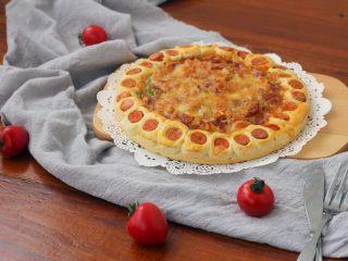花边披萨,23.喷香的披萨就烤好了。