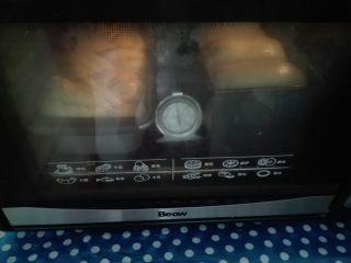 淡奶油土司,烤箱预热,下层180度35分钟(烤箱温度根据自家烤箱实际温度操作)