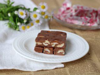 巧克力牛轧糖(耐烤巧克力版),夏天做好以后可以放冰箱冷冻保存