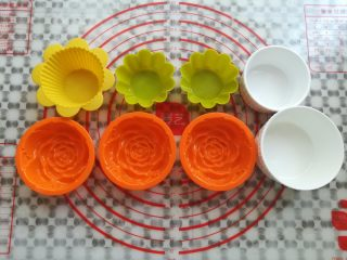 水果果冻(白凉粉版),把做果冻用到的模具洗干净滤干水份