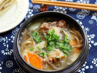 大补气血牛尾汤,一碗营养丰富的美味的牛尾骨髓汤做好了