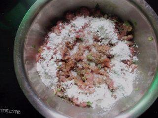 肉丸冬瓜汤—夏日清爽靓汤, 加入适量玉米淀粉,玉米淀粉有点甜味,所以选择玉米淀粉最合适