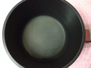 焦糖布丁,下面來制作焦糖,清水中加入細砂糖