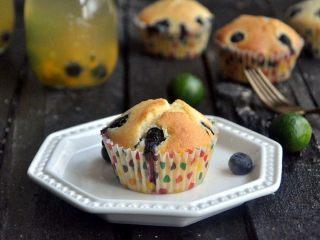 蓝莓爆浆麦芬蛋糕,对一切爆浆的东西有着莫名其妙的好感。