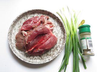羊肉煎饺,将所有食材准备好