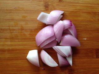 四色木瓜虾仁,洋葱切象眼块