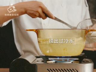 清爽柠檬薄荷鸡丝,减肥族的低脂肉菜,捞出后过冷水