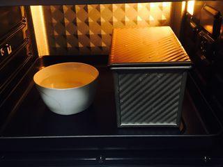 墨西哥香肠三明治,只需要预热烤箱,也无需取出碗水,调至温度,时间,即可开始烤制。