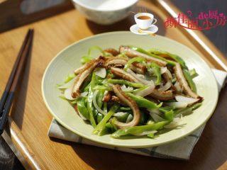 青椒洋葱炒牛肚丝,端上桌了。