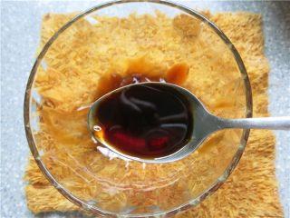 吃豇豆还用麻汁?快来试试这个--手撕豇豆,另取一碗放入蚝油2汤匙,味级鲜酱油2汤匙