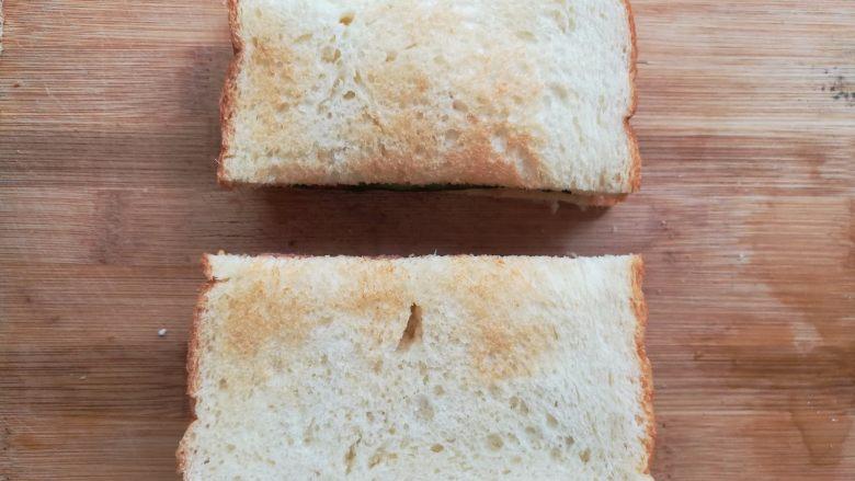 培根芝士三明治, 如果觉得裹保鲜膜麻烦的可以直接切成2块
