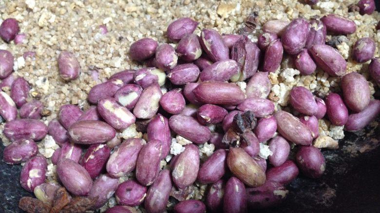盐焗鲜花生米,然后再继续炒至你喜欢的成熟度即可
