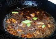 莲藕炖鸡,加入开水没过肉