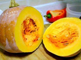 南瓜焖饭,选这种黄南瓜,青南瓜适合清炒。