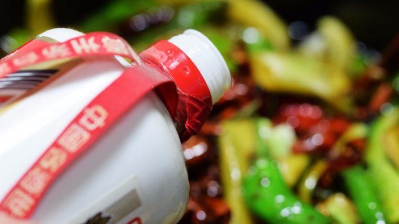 酱腌黄瓜,加入<a style='color:red;display:inline-block;' href='/shicai/ 900'>白酒</a>;