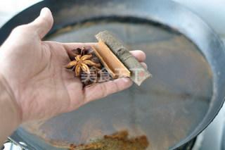 超级入味红烧排骨,锅内注入清水(水量刚没过排骨)加入所有调味料,就丢进去不要怕!