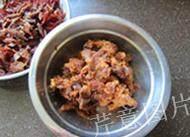 枣泥一口酥,取出大枣,洗净爪爪,将大枣剥皮去核,留枣肉