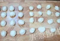 枣泥一口酥,将水油皮面团和油酥皮面团各均匀分成16——20份