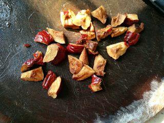 一品南瓜盅,红枣切成小块