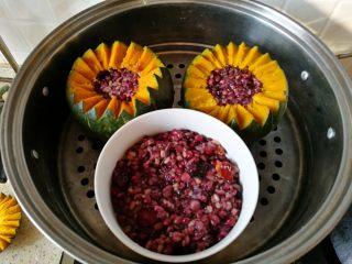 一品南瓜盅,全部弄好后,放入蒸锅,我蒸了约45分钟-1小时。