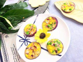 洋葱圈蔬菜蛋饼,🌻推荐理由:洋葱可以增进食欲,促进消化,有较强的杀菌作用;胡萝卜健脾消食、补肝明目,可保护宝宝视力;玉米含有丰富的膳食纤维,可促进胃肠蠕动