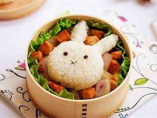 兔子趣味便当,这样的便当看起来是不是让人心情都是美美的?