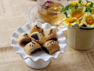 枣泥一口酥,枣泥酥比较甜,建议搭配茶水解腻